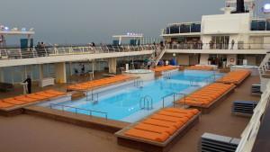 P1030965 - Poollandschaft auf Deck 12